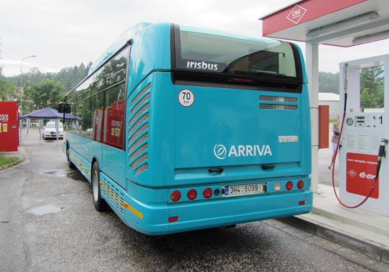 Busz tankolása földgázzal