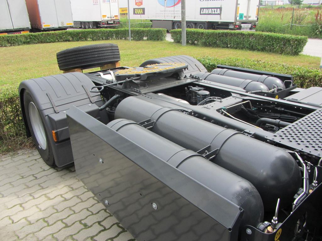 A vontató CNG tartályai