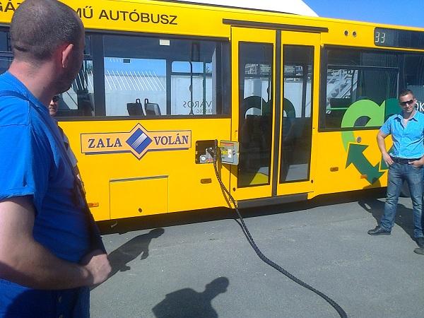 MAN CNG busz feltöltése biogázzal
